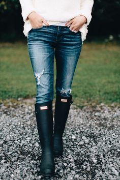 Thinking I need to add a matte Hunter boot to my collection for fall. I kind of like it more than the original gloss now I'm sure it comes as no surprise to many of you, but my fall wardrobe is shaping up to contain fifteen versions of one item:… Hunter Boots Outfit, Black Hunter Boots, Hunter Rain Boots, Rain Boot Outfits, Womens Hunter Wellies, Rainboots Hunter, Casual Winter Outfits, Fall Outfits, Outfit Winter