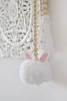 final Backrounds, Lana, Diy, Making Pom Poms, Wooden Beads, Strands, Easter Bunny, Colorful Drawings, Garlands