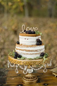 Naked wedding cake idea; photo: Andie Freeman
