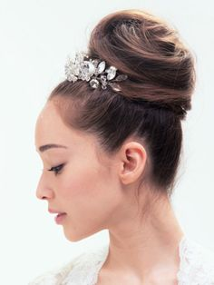 Dress Hairstyles, Bride Hairstyles, Pretty Hairstyles, Wedding Party Hair, Hair Arrange, Hair Jewels, Hair Setting, Japanese Hairstyle, Wedding Hair And Makeup