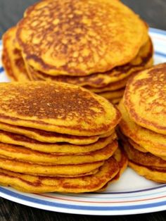 Healthy Carrot Pancakes- The best way to help kids (and adults! Picky kids LOVE these! Baby Carrot Recipes, Baby Food Recipes, Sweet Recipes, Cooking Recipes, Carrot Pancakes, Pancakes And Waffles, Healthy Meals For Kids, Kids Meals, Pulp Recipe