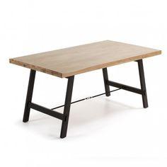 Mesa en roble natural extensible. Cerrada mide 142x90 cm, con un extensible de 58 cm que te permitirá ampliar su capacidad cuando lo necesites.