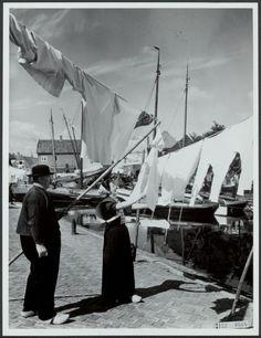Urk : wedstijd wasophangen zonder knijpers - Wasvrouw anno 1900 verhuur / te huur