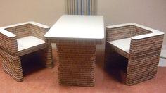 Tafel en stoelen gemaakt van #Karton. Aan te passen naar wens van de klant / gebruiker. Alles kan van #Karton!