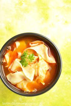 Zupa pomidorowa na wywarze wołowym z makaronem domowym.