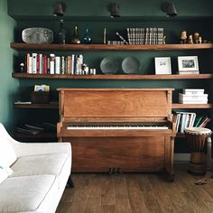 Studio Green, No, Pine Grove Green in the Reading Room. - Studio Green, No, Pine Grove Green in the Reading Room. Piano Living Rooms, Living Room Decor, Home Studio Musik, Piano Studio Room, Piano Room Decor, Home Music Rooms, Chris Loves Julia, Studio Green, Green Rooms