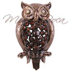 Granatbrosche im Eulenmotiv, Silber, rosé patiniert - MiaDeRoca Chi Omega Crafts, Owl Jewelry, Owl Art, Gems, Sculpture, My Style, Pretty, Sorority, Image Search