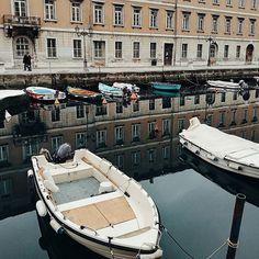 Putovanja ispunjavaju dušu. . . .. . #random #photograph #photographysouls #trieste #italy #ig_italia #wanderlust #ig_travel #travelgram #boats #beautiful #view #bellissimo