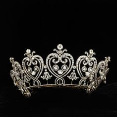 Manchester Tiara (Tiara) Victoria and Albert Museum collection. I can not believe that until this very second, I did not have a tiara board. Royal Crowns, Royal Tiaras, Tiaras And Crowns, Edwardian Jewelry, Antique Jewelry, Vintage Jewelry, Antique Gold, Bling Bling, Bling Shoes