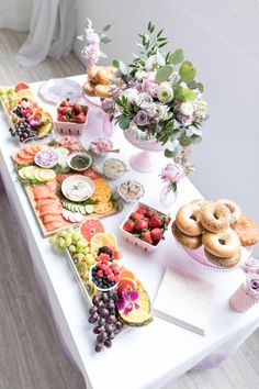 The ultimate bagel bar brunch spread! Get the full shopping list, styling tips + more on how to re-create this bagel bar for Mother's Day on One Stylish Party. day brunch food Mother's Day Bagel and Mimosa Bar Bagel Bar, Brunch Party Decorations, Dessert Party, Birthday Brunch, Easter Brunch, Birthday Bar, Birthday Breakfast, Bar Mimosa, Mimosa Brunch