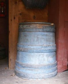 Feeding the Birds Old beautiful barrel Tasha used for bird seed Or Antique, Antique Items, Blue Matter, Wooden Containers, Wooden Basket, Wash Tubs, Old Farm Equipment, Primitive Antiques, Old Wood