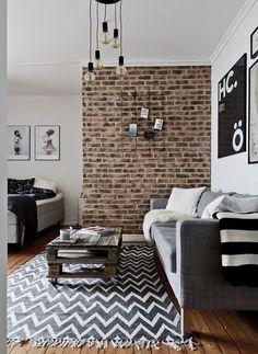 Briques, palettes et carreaux de ciment dans un studio - PLANETE DECO a homes world // mesa auxiliar palets