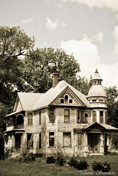 Old farm house in Doniphan county, Kansas. It seems to have some victorian flare.