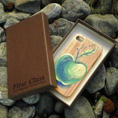 Cover in legno di bamboo per iPhone 4/4s dipinta a mano.