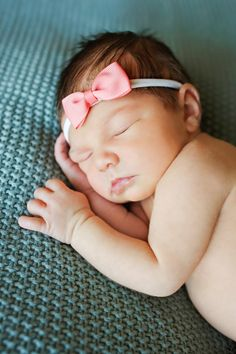 Newborn Photo Session - Baby - Girl - Pink Bow - Headband - Sleeping - Naked - Green Blanket - Teal Blanket - Montana Family Photographer - Sara Nagel Photography Newborn Photos, Baby Photos, Family Photos, Green Blanket, Seasons Of The Year, Family Photographer, Photo Sessions, Pink Girl, Montana