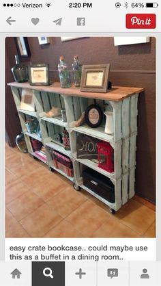 Bücherregal aus Holzkisten