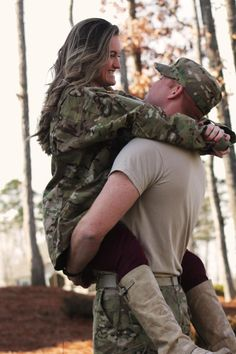 Pre-Deployment Picture. Love this idea for a photo. Such a sweet moment to capture