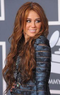 Miley Cyrus Brown Hair, Old Miley Cyrus, Miley Cyrus Style, Beautiful Redhead, Gorgeous Hair, Cabelo Miley Cyrus, Miley Stewart, Peinados Pin Up, Dye My Hair
