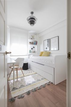 Tiny Bedroom Design, Teen Bedroom Designs, Small Room Design, Room Ideas Bedroom, Home Room Design, Small Room Bedroom, Home Bedroom, Small Apartment Bedrooms, Cozy Room