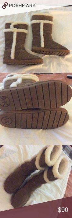 Michael Kors Fur lined boots. Excellent condition. Comfy warm boots. Michael Kors Shoes Winter & Rain Boots