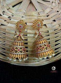 Indian Jewellery Design, Jewelry Design, Gold Jewelry Simple, Gold Earrings Designs, India Jewelry, Gold Pattern, Jewelry Patterns, Gold Bangles, Designer Earrings