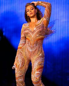 Beyonce: A Golden Goddess Style Beyonce, Beyonce And Jay Z, Divas, Beyonce Performance, Beyonce Coachella, Valentino, Beyonce Knowles, Queen B, Stage Outfits