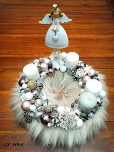 műszörmés adventi angyalka Ornament Wreath, Ornaments, Advent, Christmas Wreaths, Holiday Decor, Home Decor, Decoration Home, Room Decor, Christmas Decorations