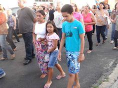 Josefa Cristina veio com os filhos acompanhar a procissão (Foto: Michelle Farias/G1)
