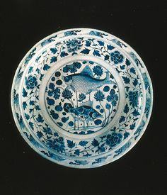 Porcelaine bleu et blanc de la dynastie Yuan Porcelaine bleu et blanc trouvée à Changde (Hunan), en 1956. Époque des Yuan, dynastie mongole qui régna sur l empire de Chine (1280-1368).