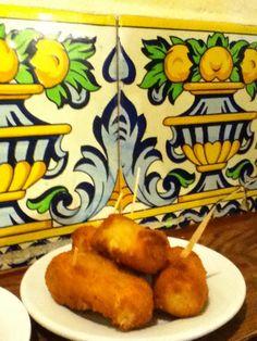 Croquetas de bacalao  Tapeo en Casa Labra: bacalao desde siempre « La Glotona