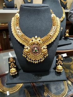 Antic Jewellery, Gold Temple Jewellery, Antique Jewellery Designs, Beaded Jewelry Designs, Gold Jewellery Design, Gold Jewelry, Gold Jhumka Earrings, Book Categories, Chocker