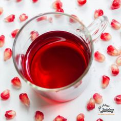 The latest info on the health benefits of pomegranate juice and fab juicing recipes Fruit Juice Recipes, Juicing For Health, Pomegranate Juice, Best Fruits, Healing Herbs, Health Benefits, Healthy Snacks, Smoothies, Clean Eating