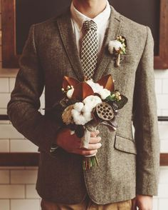 November Elopement by Green Wedding Shoes. This Autumn outfit is spot on! The warm colors and textures are great. And that bouquet is beautiful. Who would have thought I would swoon over cotton in a floral arrangement? Tweed Wedding, Wedding Groom, Wedding Men, Wedding Suits, Wedding Attire, Autumn Wedding, Wedding Styles, Celtic Wedding, Wedding Ideas