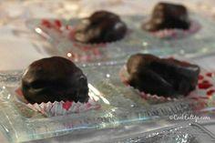 Παγωμένος σοκολατένιος κορμός, μωσαϊκό, χωρίς βούτυρο. Ένας ανελέητος πειρασμός! ⋆ Cook Eat Up! Low Calorie Cake, Greek Sweets, Cookie Brownie Bars, Death By Chocolate, Christmas Desserts, Sweet Recipes, Caramel, Deserts, Food And Drink