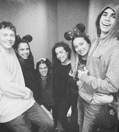 Disney Descendants Cast, I M Married, Old Disney, Sofia Carson, Cameron Boyce, It Cast, Celebs, Couple Photos, People