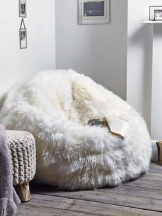 Made from supersoft 100% sheepskin that has been carefully manufactured in the UK, this large, long pile soft white beanbag exudes luxury. With a soft grey non slip leather base, zip closure and generously filled with beans, once you sink into this sumptuous beanbag you won't want to get out. Also available in a sumptuous mink colour here. affiliate link