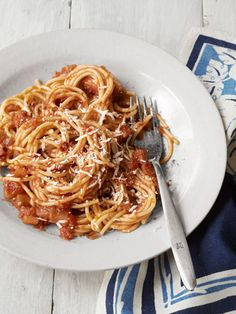 Spaghetti with Red Onion and Bacon -- Traditional spaghetti and tomato sauce gets an upgrade with the addition of smoky, salty bacon and zesty red onion. #myplate #vegetables #protein