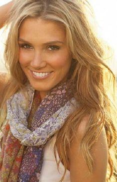 Delta Goodrem Hairstyles: Stylish Long Curls