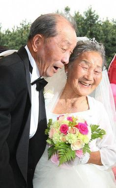 Low-income elderly couples, who were too poor throughout their lives to afford a wedding ceremony, were given free wedding ceremonies on the in Seoul. Couples had to be at least 65 and married for at least 20 Vieux Couples, Old Couples, Couples In Love, Couple Photography, White Photography, Growing Old Together, Everlasting Love, Old Love, Forever Love