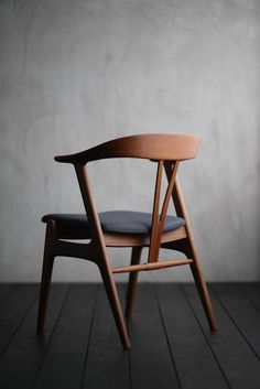 - Do you find that your living area lacks something in terms of design and colour? Do you want to add a piece of furniture that not only offers a practi. Ikea Chair, Diy Chair, Cool Furniture, Furniture Design, Decoration Evenementielle, Living Colors, Vintage Chairs, Cool Chairs, Dining Room Chairs