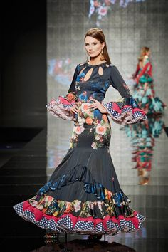 traje-azul-marino Flamenco Costume, Flamenco Dancers, Flamenco Dresses, Spanish Fashion, Edwardian Dress, Bohemian Gypsy, Frocks, Costumes, Celebrities