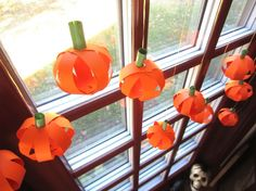 Decorate for Halloween with this adorable paper pumpkins craft.  Photo Credit: Bonnie Thomas #halloweencrafts