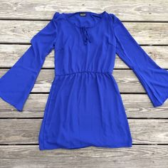 Boho long sleeve dress Simple and easy to dress up!! Gorgeous blue. Ties around the neck, or leave it open. Slip underneath attached. Size medium, but definitely runs a little snug. I'd say you'll be alright if you're a smaller medium. ALLOY Dresses Long Sleeve