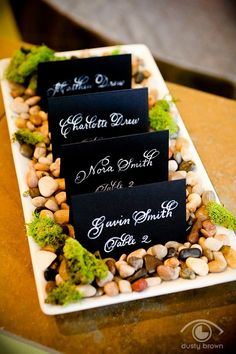 Negro tarjeta de escolta con caligrafía blanco boda incluye descuento de cantidad grande