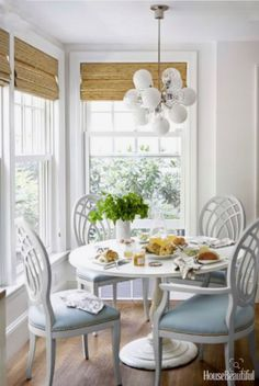 Living room 30 Breakfast Nook Ideas - Kitchen Nook Furniture The allure of historical wall tapestrie House Of Turquoise, Cozy Kitchen, Kitchen Decor, Kitchen Tables, Kitchen With Nook, Kitchen Seating, Kitchen Grey, Design Kitchen, Kitchen Storage