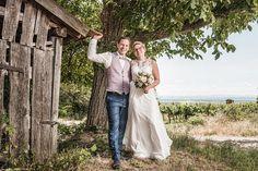 Diese wunderschöne Hochzeitsfotos haben wir in den niederösterreichischen Weinbergen fotografiert  #Hochzeit #wedding #Hochzeitsfoto #weddingpicture #Weinberge #vino #invinoveritas #Hochzeitsfotograf In Vino Veritas, Couple Photos, Couples, Wine Vineyards, Wedding Photography, Nice Asses, Couple Shots, Couple Photography, Couple