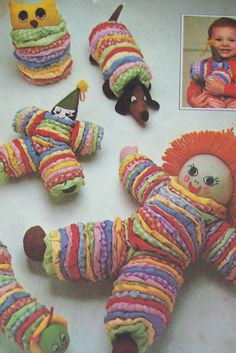 Résultat d'images pour Fabric Yo-Yo Patterns Sewing Toys, Sewing Crafts, Sewing Projects, Quilt Patterns, Sewing Patterns, Yo Yo Quilt, Le Clown, Stuffed Toys Patterns, Fabric Scraps