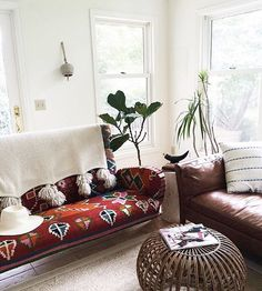 Be still my heart, this sofa is a showstopper. I'm dying inside over the pattern. Thank you Ruffledsnob for using ✨ and I, will be on the lookout. So keep using our tag for your chance to be featured. Living Room Decor, Living Spaces, Up House, White Walls, Ideal Home, Decoration, Room Inspiration, Boho Decor, Hygge