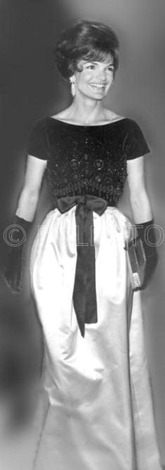 #Jackie_Photos  http://en.wikipedia.org/wiki/Jacqueline_Kennedy_Onassis  Beauty ...  Choice ...So Nice ..Dress  .....❤✿❤