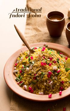 Indori poha recipe is an extremely popular street food served for breakfast in India but is now a favorite almost everywhere. Here is the authentic and original poha recipe from the traditional kitchen of Indore, INDIA Breakfast Recipes, Snack Recipes, Cooking Recipes, Indian Snacks, Indian Food Recipes, Poha Recipe, Meat Fruit, Thing 1, Indian Street Food